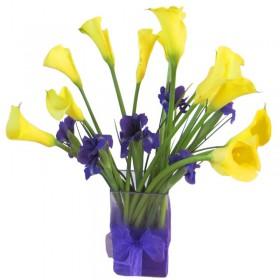 Florero 10 Calas Amarillas con Iris Morados