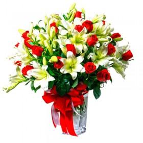 Florero con 24 Rosas Rojas y Liliums