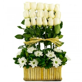 Flores Condolencias en Canastillo Rosas en Formación.