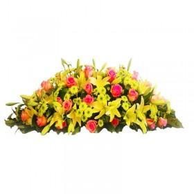 Flores Condolencias Ovalo de Liliums Amarillos Rosas Rosadas