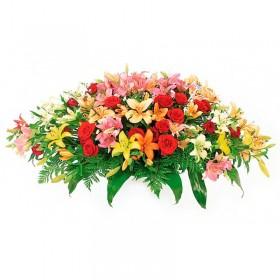 Flores Condolencias Ovalo de Rosas Rojas y Liliums Multicolor