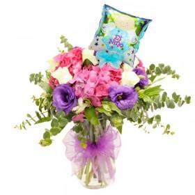 Florero de Nacimiento con Hortensias y Rosas con Globo es Niño