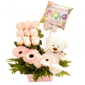 Cesta Celebración Nacimiento para Niña con 9 Rosas y Gerberas más Globo