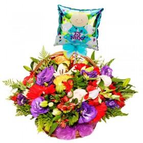 Cesta Nacimiento con Rosas y Flores Mix más Globo es un Niño