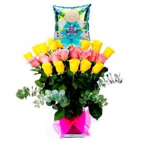 Florero de Nacimiento Niño con 24 Rosas Amarillas y Rosadas más Globo