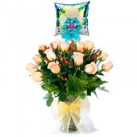 Florero de Nacimiento con 24 Rosas Damasco y Globo es Niño