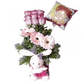 Florero Nacimiento de Niña en Tonos Rosados con 9 Rosas Peluche y Globo