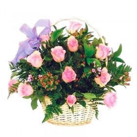 Cesta con 12 Rosas Rosa