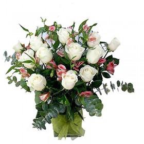 Florero condolencias 12 Rosas Blancas y Astromelias