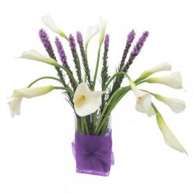 Florero con 10 Calas Blancas y Liatris