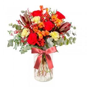 Florero con 5 Rosas Rojas Proteas flores Rústicas hipéricos Eucalipto y flores mix