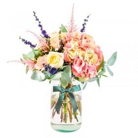 Florero con flores Rústicas en Tonos Rosadas con 2 Hortensias Eucalipto más flores mix