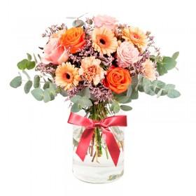 Florero Rústico con Flores Naranjas Eucalipto 6 rosas naranjas Astromelias Limonios y Flores Silvestres