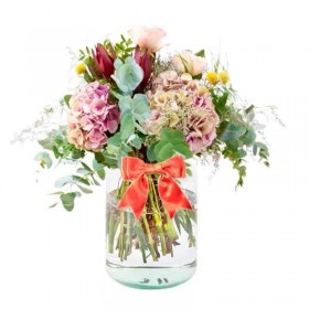 Florero con flores Rústicas con 4 Hortensias 10 Proteas y Eucalipto