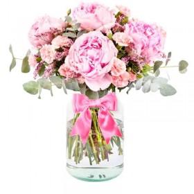 Florero con 4 Peonías Rosadas más Flores Rústicas y Eucaliptos