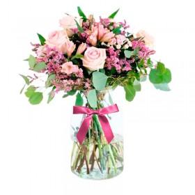 Florero Rústico con Flores Rosadas Eucalipto 6 rosas Astromelias Limonios y Flores Silvestres