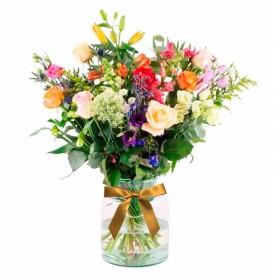 Florero Rústico con Flores Primaverales Silvestres mix Eucalipto 6 Rosas Astromelias Limonios y Flores Silvestres