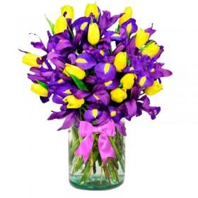 Florero con 20 Tulipanes Amarillos más 10 Iris morados